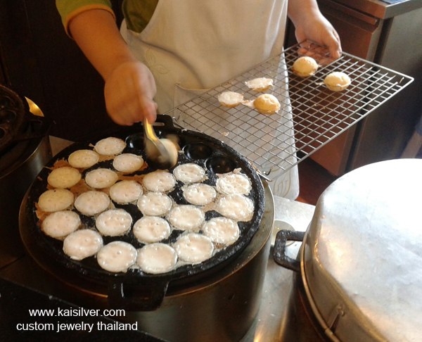 Khanom krok popular thai food dish thai rice pudding erambler forumfinder Images